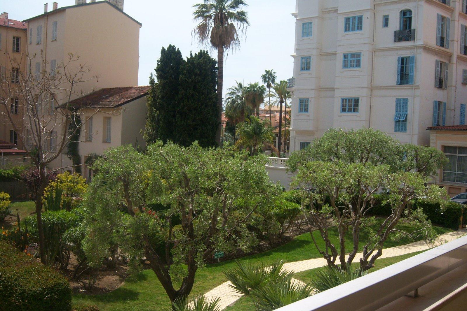 Offres locations vacances agreable studio avec terrasse menton centre ville vue jardin - Terrasse jardin ville tours ...